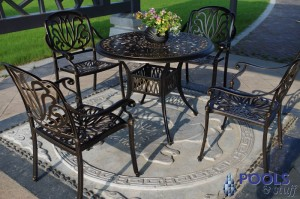 Royal Isle 5-Piece Dining Set